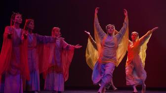 """Beispiel Eurythmie als Bühnenkunst: Szene aus """"Faust 2"""", Akt 1, Inszenierung der Goetheanum-Bühne"""