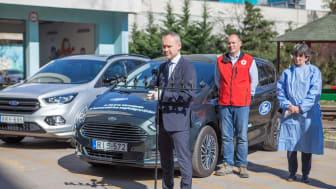 SZabó Attila a Ford Magyarország ügyvezetője a Heim Pál Gyermekkórházban adta át a kórháznak szánt Fordokat