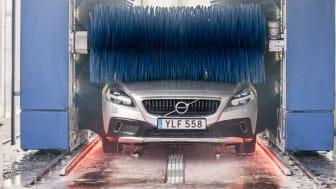 Miljön nedprioriterad när svenskarna vårtvättar bilen