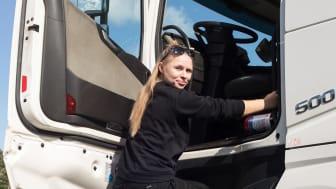 Mikaela Fungdal fick jobb som lastbilschaufför direkt.