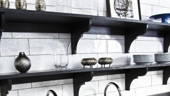 - En rostfri diskbänk neutraliserar dessutom färgvalet i köket, det uppskattar många, säger Lotta Berglund på Ett Vackert Kök i Bromma.