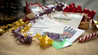 Hos Halmstad Tourist Center finns ett brett utbud av lokala presentkort. Foto: Destination Halmstad