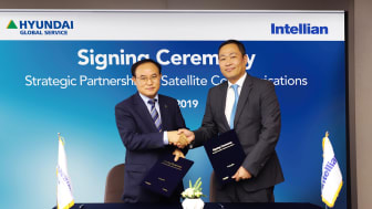 Kwang Heon An, CEO of Hyundai Global Service (left) and Eric Sung, CEO of Intellian (right)
