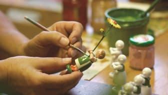 Bemalen der Blumenkinder (Foto: TVE)