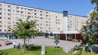 Från och med den 1 januari 2021 tar Bostadsbolaget över ägandet av Hammarkulletorget. GöteborgsLokaler fortsätter att förvalta lokalerna.