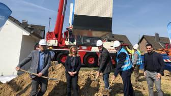 C. Hagen (Wirtschaftsförderung Gemeinde Odenthal), N. Holländer (DG Regionalleitung Marketing & Vertrieb), R. Lennerts (Bürgermeister Gemeinde Odenthal), S. Zimmermann (DG Geschäftsführung), Y. Calisk (DG Projektmanager FTTH-Bauvermarktung)