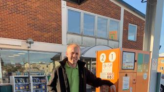Stefan Olsson driver macken, och ombudet, Preem i Simrishamn - och är vardagshjälte.