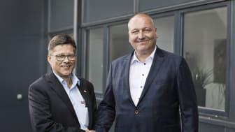 Volker Nicolai, Director International Sales i Gebhradt Fördertechnik GmbH (til venstre) og Lars Krejberg Petersen, Administrerende direktør i Dansk Retursystem (til højre)
