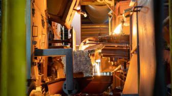 Den energiintensive produktion, hvor ROCKWOOL smelter sten til flydende masse, produceres nu på grøn energi i form af CO2-neutral biogas