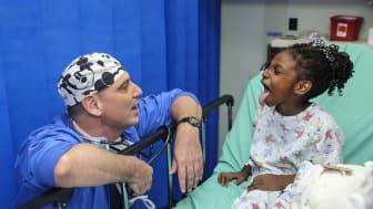 Barn upplever barn fortfarande smärta och rädsla för smärta i samband med sjukhusvistelser.