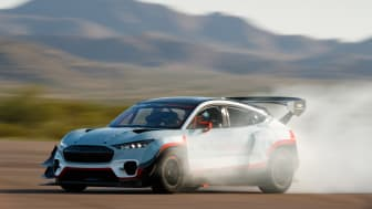 A hét elektromotorral és az ultranagy teljesítményű akkumulátorral hajtott Ford Mustang Mach-E 1400 csúcsteljesítményét 1400 lóerőben határozták meg