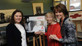 Margit og Tone pryder Røde Kors-frimerker