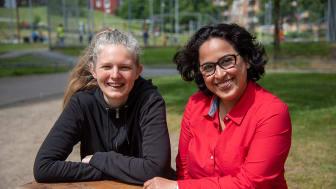 Hanna Jansson och Azadeh E. Zaghi, projektledare för Kulturstråket i Bergsjön, välkomnar idéer på aktiviteter.