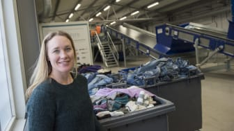 I Malmö ska en anläggning för automatiserad textilsortering byggas upp. Maria Elander på IVL är projektledare. Foto: Anette Andersson