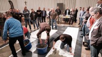 """Auch 2020 im Programm des F+P Forums: die beliebten Praxisblöcke """"Fliesenleger aktiv"""" mit Live-Vorführung. Foto: Henning Granitza"""