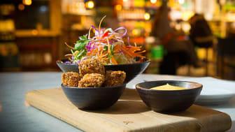 Urban Deli blir första restaurang i Sverige att servera den nya hållbara braxenfärsen från fisk fångad i Mälaren och Vänern.