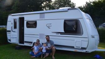 Familie Heck und Ihr Urlaubs-Caravan