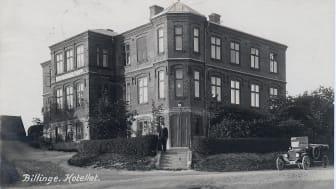 """Billinge """"Jernvägshotell"""" uppfört 1900. Bilden är hämtad ur Leif Cederbergs vykortssamling. Fotograf okänd."""