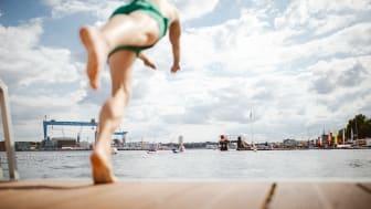 An heißen Sommertagen konnten sich die Kieler*innen gleich an zwei Badestellen direkt an der Kiellinie erfrischen und das ganz kostenfrei.