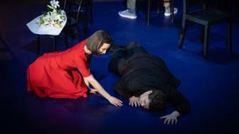 Tessan-Maria Lehmussari och Adam Frandsen som paret i Dichterliebe på Folkoperan.