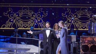 H.K.H. Prins Carl Philip delar ut pris och hyllar pristagerskan Sarah Sjöström under Svenska Idrottsgalan 2016