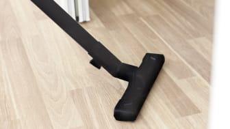 Hold gulvet frit med Elfa tophængte skydedøre
