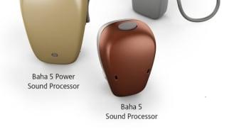 Das komplettierte Portfolio der Cochlear™ Baha® 5 Soundprozessoren (Foto: Cochlear Ltd.).