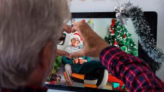 Vi uppmuntrar till digitala möten i jul. Socialtjänstens personal hjälper till med tekniken. Foto: Getty Images