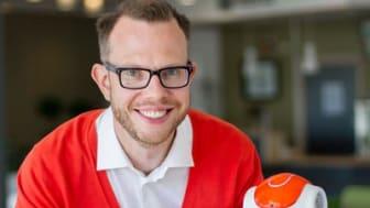 – Min föreläsning handlar lika mycket om människan som om robotar och datorer, säger Erik Billing, biträdande lektor vid Högskolan i Skövde. Han föreläser vid det  populärvetenskapliga caféet på Högskolan den 27 oktober.