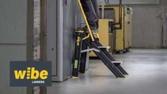 Arbeidsbukk 5000R+ - trappepall med sammenleggbart rekkverk.