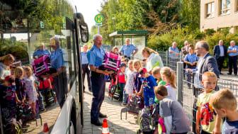 Foto aus 2019: Die Busschule vermittelt Erstklässlern im Landkreis Barnim auf meist unterhaltsame Weise, wie man richtig Bus fährt. Foto: Thorsten Stapel