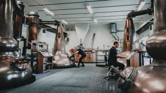 Pannorna går på högtryck hos High Coast Distillery
