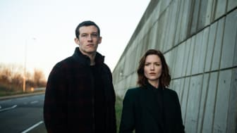The Capture - Callum Turner og Holliday Grainger