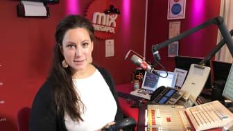 Lisa Nilsson på plats i Mix Megapol-studion