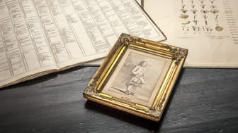 Porträttet av Carl von Linné, en laverad blyertsteckning gjord av Jean Eric Rehn runt år 1750, har  köpts in till Uppsala universitetsbibliotek 2018.  Foto: Magnus Hjalmarsson