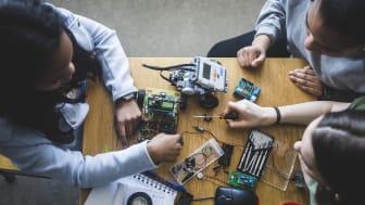 Facebook stöttar satsningar på unga och teknik på Luleå tekniska universitet