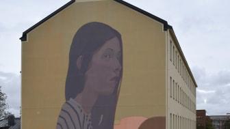 Sainerin teos 'Polka' elävöittää Kallion katukuvaa UPEA18-taidefestivaalin myötä.