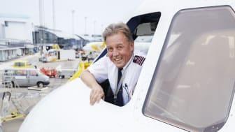 Kaptajn Fredrik Edvinsson har lagt guldstriberne på hylden og har i oktober valgt at FlyPink.