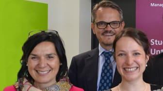 Prof. Dr. Perizat Dagliolgu (Präsidentin), Wolfgang Dittmann (Geschäftsführer) und Dr. Mareike Martini (Unternehmenskooperationen) (v.l.) freuen sich über das gute Abschneiden beim CHE Ranking