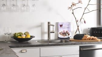Köksblandare med elegant design och inbyggd elektronisk diskmaskinsavstängning