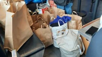 Med extremt kort varsel gjordes en klädinsamling via sociala medier och under en förmiddag fylldes hela Safe Havens lobby full av kläder och skor till de utsatta.