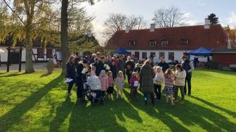 Glade familier på Mothsgården