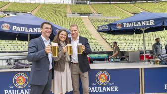 Prost auf die Ringleitung, v. links: Wilfried Hohenwarter, Arena One; Marion Schöne, Olympiapark; Andreas Steinfatt, Paulaner Brauerei