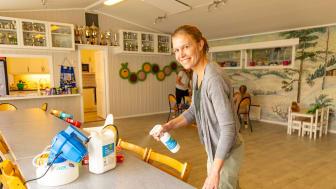 TRYGGHET PÅ JOBB: Barnehagestyrer Synne sørger for en trygg barnehage med godt smittevern og renhold.