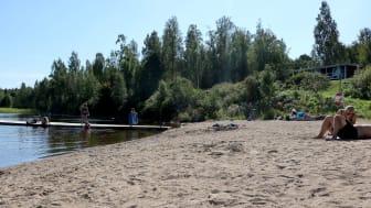 - Nu kan barnen bygga sandslott igen! säger Calle Söder, kassör i Guldsmedshyttans vattenskidklubb.