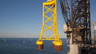 De korte Suction Bucket Jackets sikrer med sin unike teknologi en fast forankring av offshore vindmøller på havbunnen. Bildet er fra installasjonen på Borkum Riffgrund 1.
