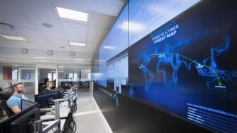 Cyberkrim er vår tids største trussel. Telenors eksperter på cybersikkerhet følger trafikken i nettet hele døgnet. Foto: Jan Peter Lehne