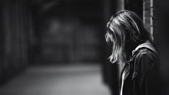 Den 11 juni släpps en rapport som lyfter ungas erfarenheter av sexuella övergrepp och trakasserier begångna av personal på SiS-hem. Foto: Unsplash