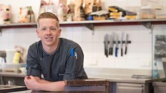 Schokoladen-Sommelier Tom Landmaack im Einsatz.