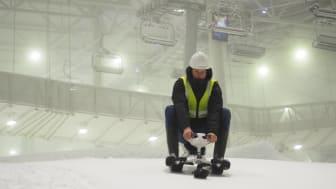 Aksel Lund Svindal er vanligvis kjent for rask fart i løypa. Nå bytter han ut ski med kjelke og etablerer skolefritidsordning med vekt på skilek.